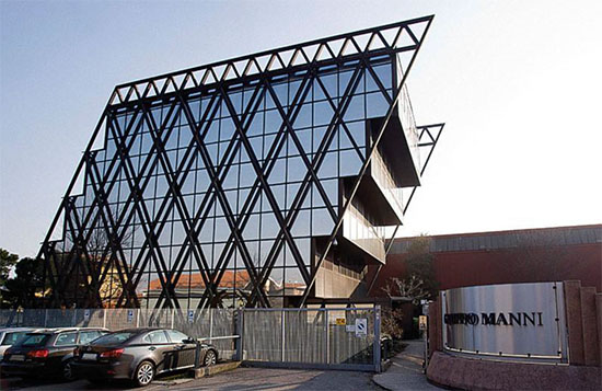 ساختمان مرکزی Gruppo Manni واقع در شهر Verona